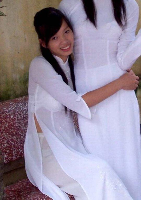 【エロ民族衣装】ベトナムのアオザイというパンツもブラも透けまくりな民族衣装、これは視姦不可避wwwwwwwww(画像30枚)・24枚目