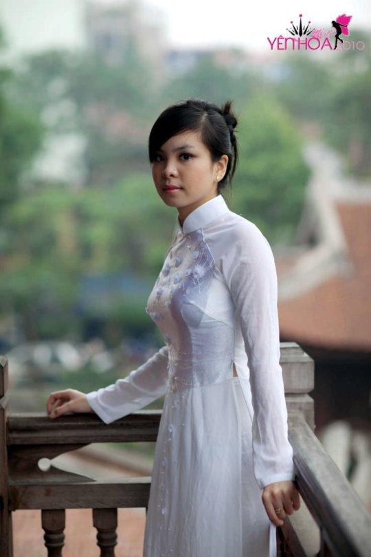 【エロ民族衣装】ベトナムのアオザイというパンツもブラも透けまくりな民族衣装、これは視姦不可避wwwwwwwww(画像30枚)・27枚目