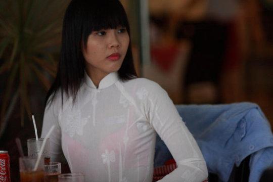 【エロ民族衣装】ベトナムのアオザイというパンツもブラも透けまくりな民族衣装、これは視姦不可避wwwwwwwww(画像30枚)・29枚目