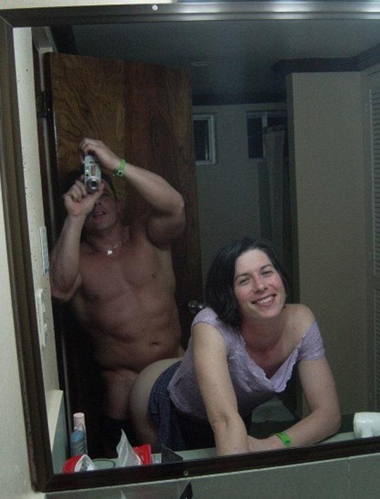 【素人ハメ撮り】外国人素人カップルのプライベート鏡ハメ撮り、クッソ笑顔で楽しそうwwwwwwwww(画像30枚)・29枚目