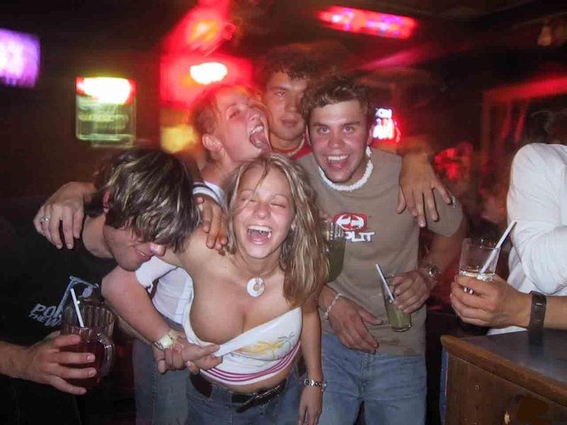 Пьяные девушки на вечеринке онлайн