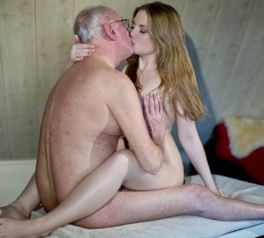 【歳の差セックス】大国アメリカの真の勝ち組の様子、こいつ等普通に逮捕されるだろ・・・・・(画像30枚)・16枚目