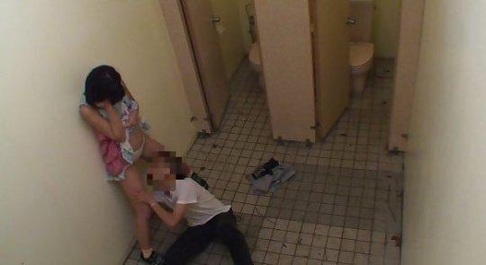 【トイレレイプ】公衆便所という都会では恰好のレイプスポット、そりゃみんなコンビニのトイレ使うわ・・・・・・(画像)・28枚目