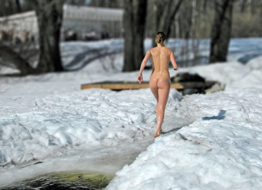 【ヌード寒中水泳】美女大国ウクライナの寒中水泳大会、何故か全員マッパでクッソ楽しそうにしてる件wwwwwwwwwww(画像30枚)・30枚目