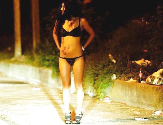 【売春エロ】3ドルでセックスできる売春婦。幼い娘からBBAまで・・・・(画像あり)・60枚目