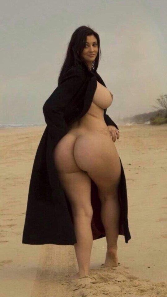 中東イスラム教の女の子のおっぱいデカ過ぎヌードwwwwww「はい処刑」(150枚)・36枚目