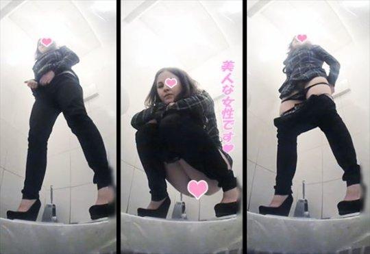 【トイレ盗撮】中国人女子がトイレ中に盗撮カメラと目が合うwwwwwwww(画像あり)・34枚目