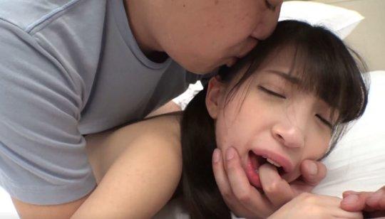 【鬼畜】人生初の援○でイラマ・首絞め・中出し された女の子をご覧ください。。(動画)・50枚目