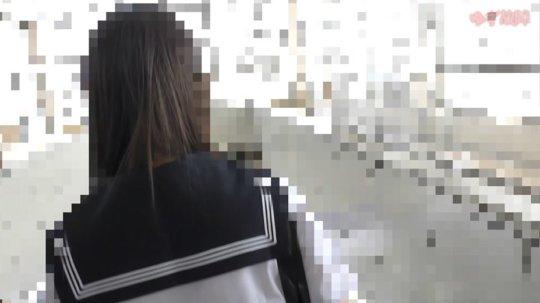 【犯罪】小型カメラで盗撮する痴漢がJKに中出しする衝撃映像を販売する。・8枚目