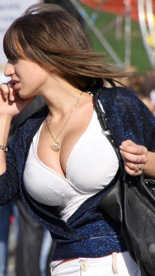 【巨乳エロ】街撮りした素人娘のデカいおっぱいをご覧くださいwwwww(24枚)・3枚目