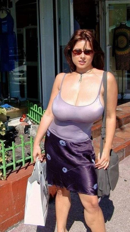 【巨乳エロ】街撮りした素人娘のデカいおっぱいをご覧くださいwwwww(24枚)・8枚目