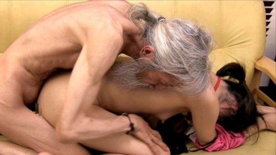 【セックス画像】ドン引きする年の差男女のセックス風景。ちょっとヤバいわ・・・(画像あり)・97枚目