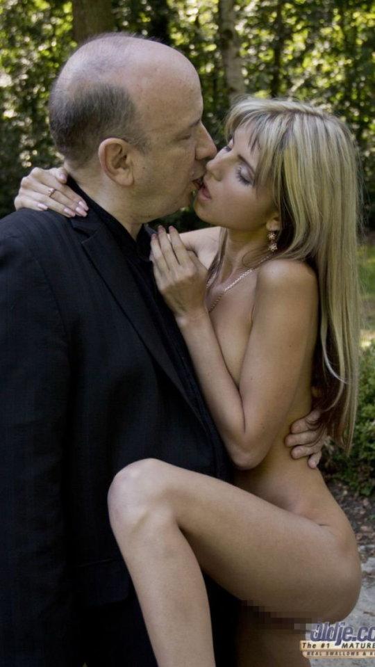 【セックス画像】ドン引きする年の差男女のセックス風景。ちょっとヤバいわ・・・(画像あり)・3枚目