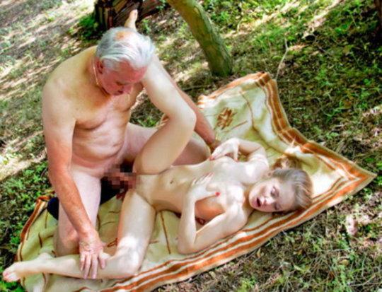 【セックス画像】ドン引きする年の差男女のセックス風景。ちょっとヤバいわ・・・(画像あり)・28枚目