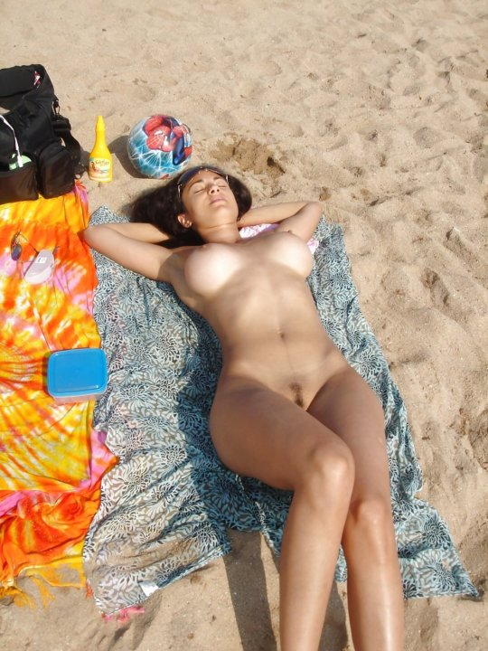"""""""ヌーディストビーチ""""でフェラ・セックスしてる女たち、ルールどうなってんの??(454枚)・121枚目"""