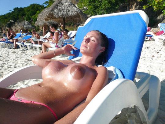 """""""ヌーディストビーチ""""でフェラ・セックスしてる女たち、ルールどうなってんの??(454枚)・148枚目"""