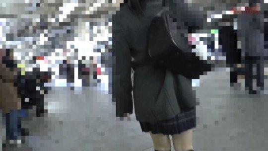 【※ガチ盗撮】電車で盗撮されてトイレで顔射されるJKさんの映像がこちら。。・4枚目
