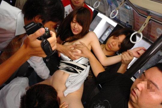 【痴漢エロ】電車で被害に遭った女の子たちをご覧ください・・・(画像あり)・15枚目