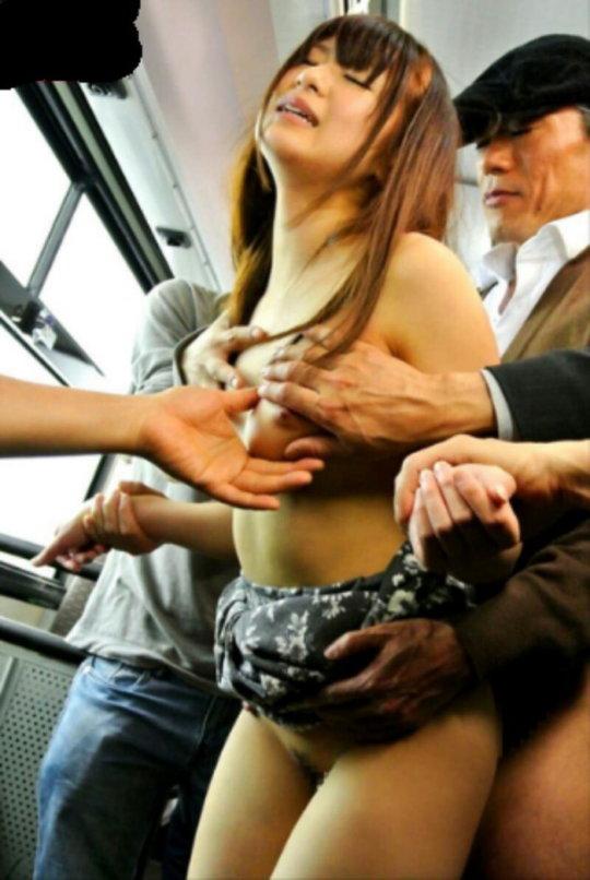 【痴漢エロ】電車で被害に遭った女の子たちをご覧ください・・・(画像あり)・47枚目