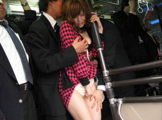 【痴漢エロ】電車で被害に遭った女の子たちをご覧ください・・・(画像あり)・68枚目