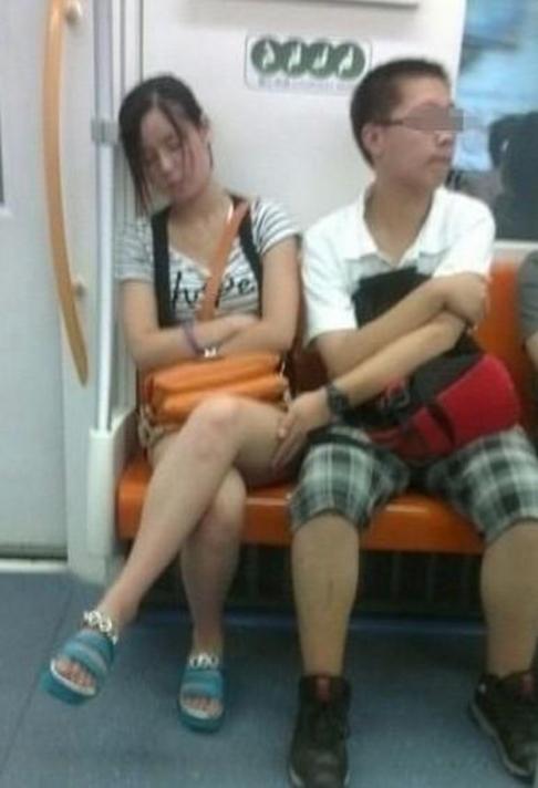 【痴漢エロ】電車で被害に遭った女の子たちをご覧ください・・・(画像あり)・81枚目