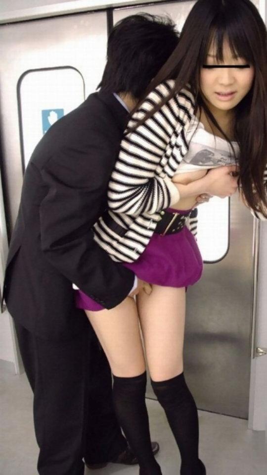 【痴漢エロ】電車で被害に遭った女の子たちをご覧ください・・・(画像あり)・82枚目
