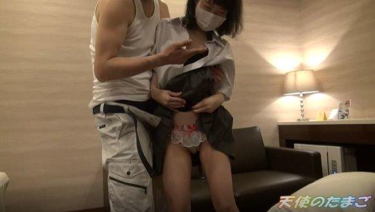 【低身長】チア部の女の子、デカチンで感じまくる初めてのパパ活wwwww(動画)・10枚目
