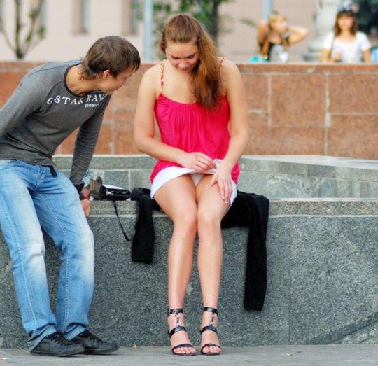 【ミニスカ】短いスカートのパンツモロ見え女さんがこちらですwwww(60枚)・3枚目