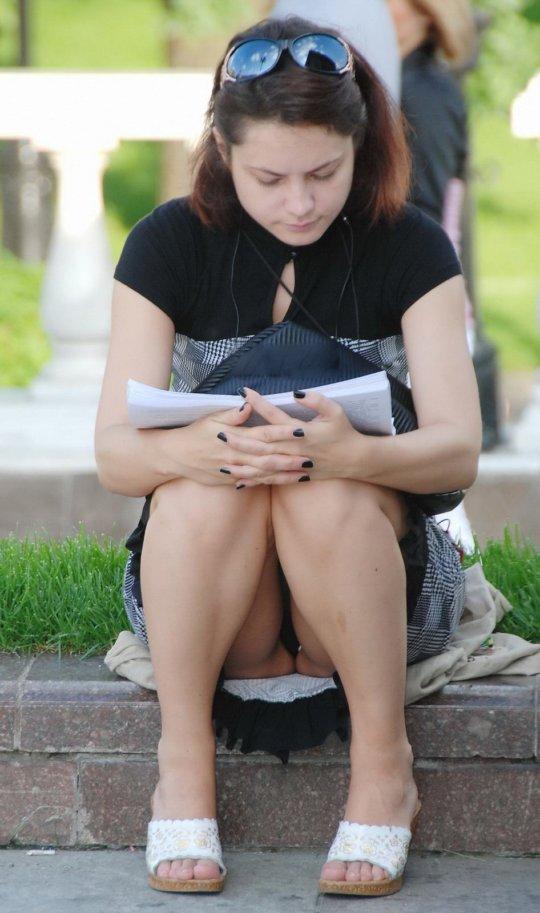 【ミニスカ】短いスカートのパンツモロ見え女さんがこちらですwwww(60枚)・5枚目