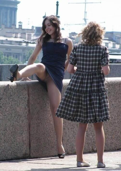 【ミニスカ】短いスカートのパンツモロ見え女さんがこちらですwwww(60枚)・16枚目