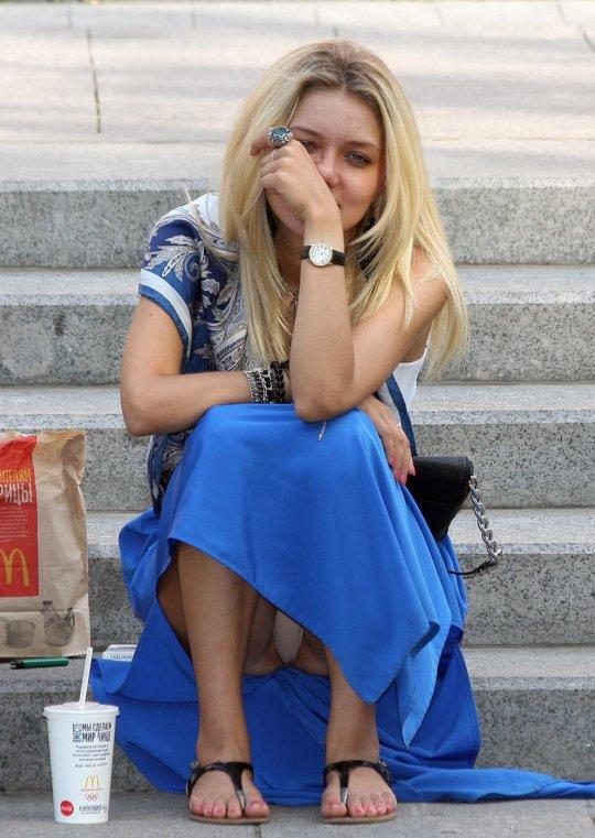 【ミニスカ】短いスカートのパンツモロ見え女さんがこちらですwwww(60枚)・18枚目