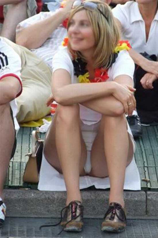【ミニスカ】短いスカートのパンツモロ見え女さんがこちらですwwww(60枚)・19枚目