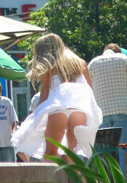 【ミニスカ】短いスカートのパンツモロ見え女さんがこちらですwwww(60枚)・20枚目