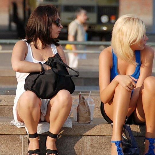 【ミニスカ】短いスカートのパンツモロ見え女さんがこちらですwwww(60枚)・21枚目
