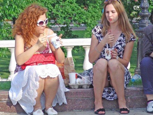 【ミニスカ】短いスカートのパンツモロ見え女さんがこちらですwwww(60枚)・27枚目