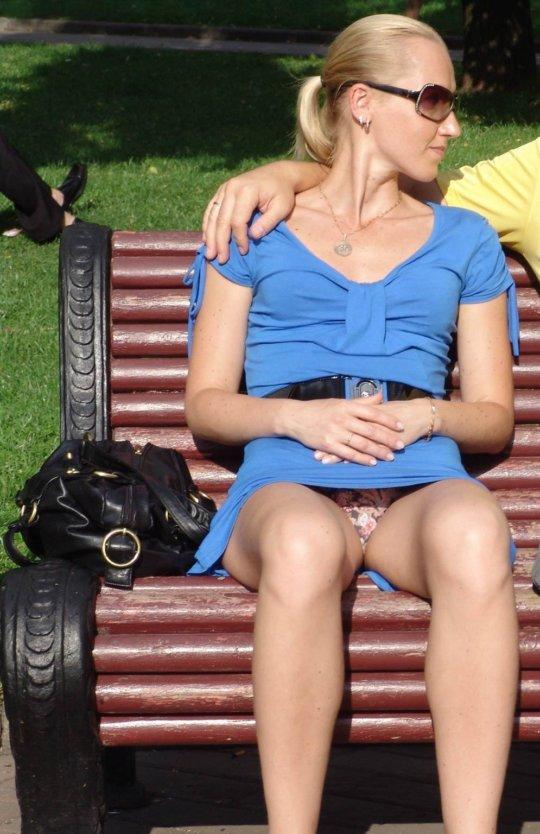 【ミニスカ】短いスカートのパンツモロ見え女さんがこちらですwwww(60枚)・37枚目