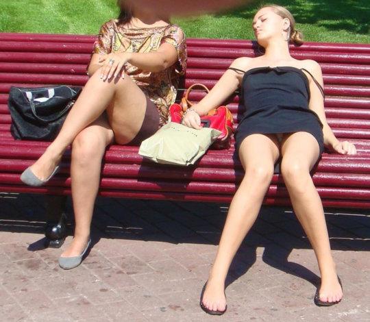 【ミニスカ】短いスカートのパンツモロ見え女さんがこちらですwwww(60枚)・40枚目