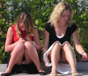 【ミニスカ】短いスカートのパンツモロ見え女さんがこちらですwwww(60枚)・41枚目