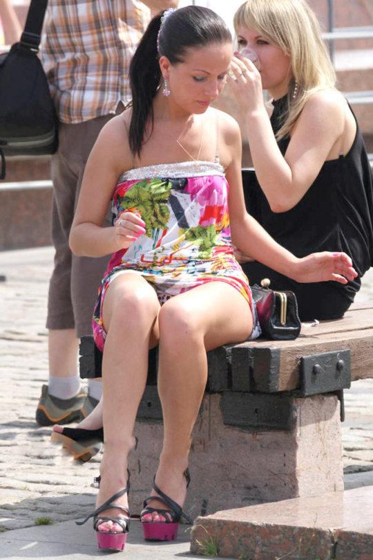【ミニスカ】短いスカートのパンツモロ見え女さんがこちらですwwww(60枚)・45枚目