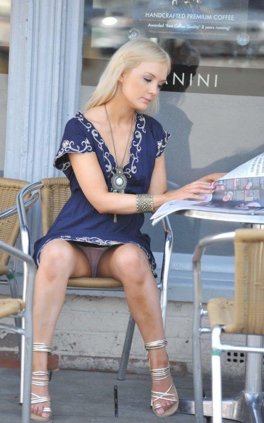 【ミニスカ】短いスカートのパンツモロ見え女さんがこちらですwwww(60枚)・46枚目
