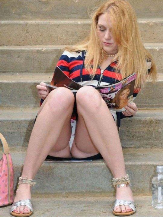 【ミニスカ】短いスカートのパンツモロ見え女さんがこちらですwwww(60枚)・47枚目