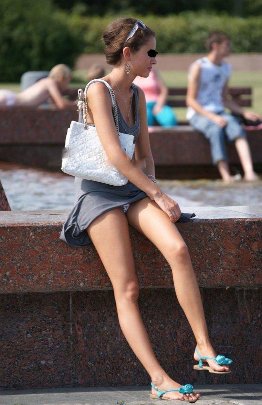 【ミニスカ】短いスカートのパンツモロ見え女さんがこちらですwwww(60枚)・53枚目