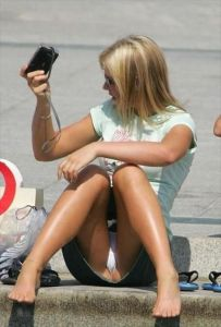 【ミニスカ】短いスカートのパンツモロ見え女さんがこちらですwwww(60枚)・54枚目