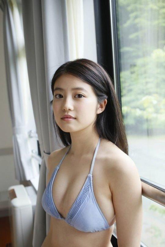 【今田美桜】若者に人気絶大なエロカワ女優さん。身体がイイよねぇwwwwww・44枚目