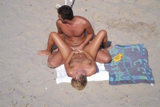 """""""ヌーディストビーチ""""でフェラ・セックスしてる女たち、ルールどうなってんの??(454枚)・54枚目"""