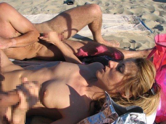 """""""ヌーディストビーチ""""でフェラ・セックスしてる女たち、ルールどうなってんの??(454枚)・69枚目"""