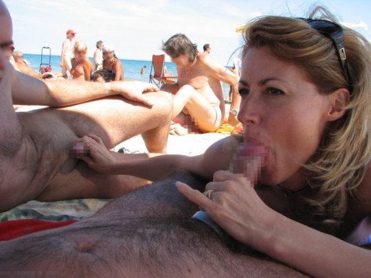 """""""ヌーディストビーチ""""でフェラ・セックスしてる女たち、ルールどうなってんの??(454枚)・74枚目"""