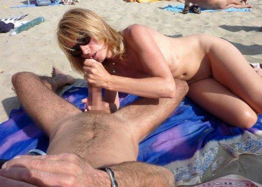 """""""ヌーディストビーチ""""でフェラ・セックスしてる女たち、ルールどうなってんの??(454枚)・77枚目"""