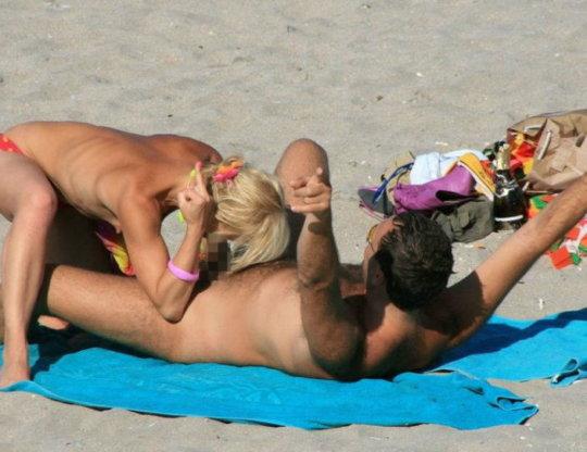 """""""ヌーディストビーチ""""でフェラ・セックスしてる女たち、ルールどうなってんの??(454枚)・111枚目"""