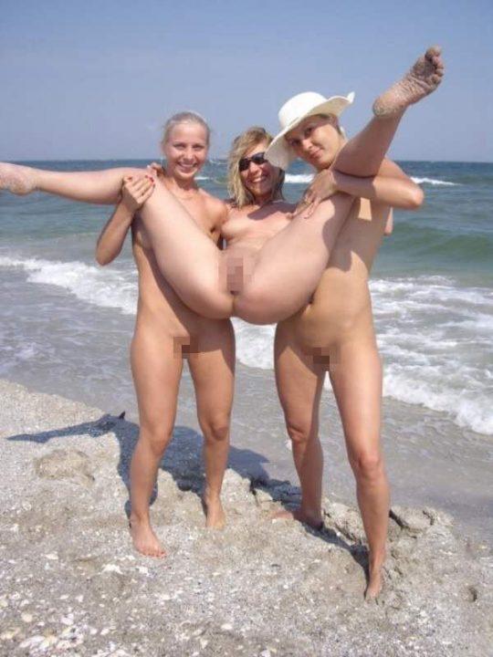 """""""ヌーディストビーチ""""でフェラ・セックスしてる女たち、ルールどうなってんの??(454枚)・32枚目"""